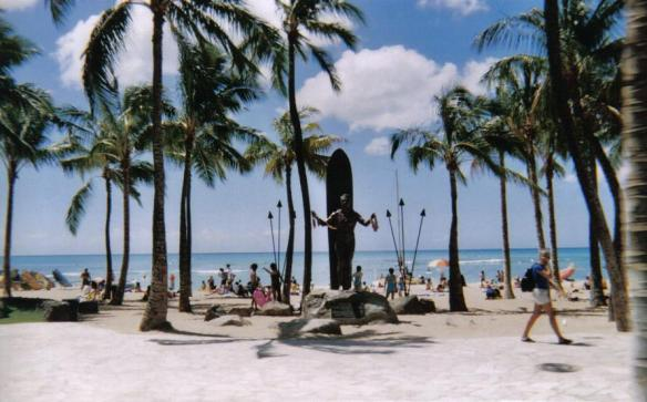 Duke Kahanamoku Statue on Waikiki Beach, Honolulu, Oahu (copyright 2010 JoshWillTravel)