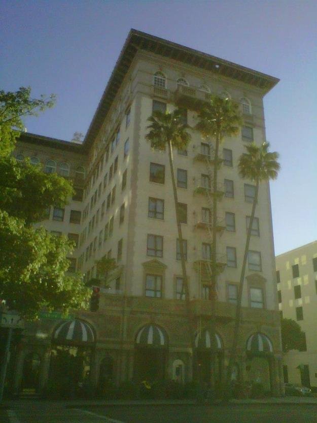Four Seasons Beverly Wilshire (copyright 2014 JoshWillTravel)