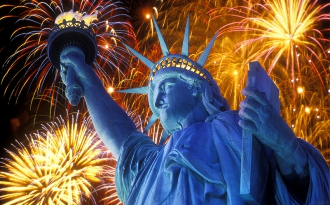 Statue-of-Liberty-4th-of-July-2017-Fireworks-Celebration-Images